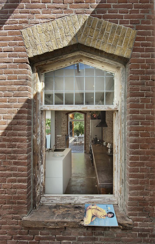 Facciata esterna vecchio edificio casa ex ferrovieri