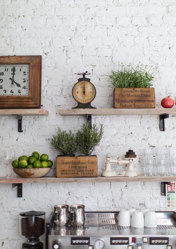 Cucina - Mensole in legno - case stile vintage - Tanji